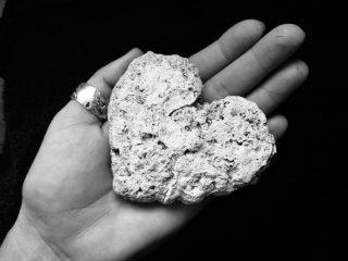 corazon-piedra-320x240 (1)