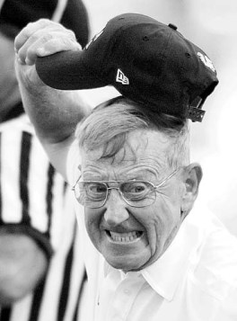 090900 Lou Holtz (sports-UGA Football-2000) John Curry-staff USC coach Lou Holtz reacts to a call during the first half of the Bulldogs game versus the Gamecocks at William Brice Stadium in Columbia, SC on Saturday afternoon, September 9, 2000.